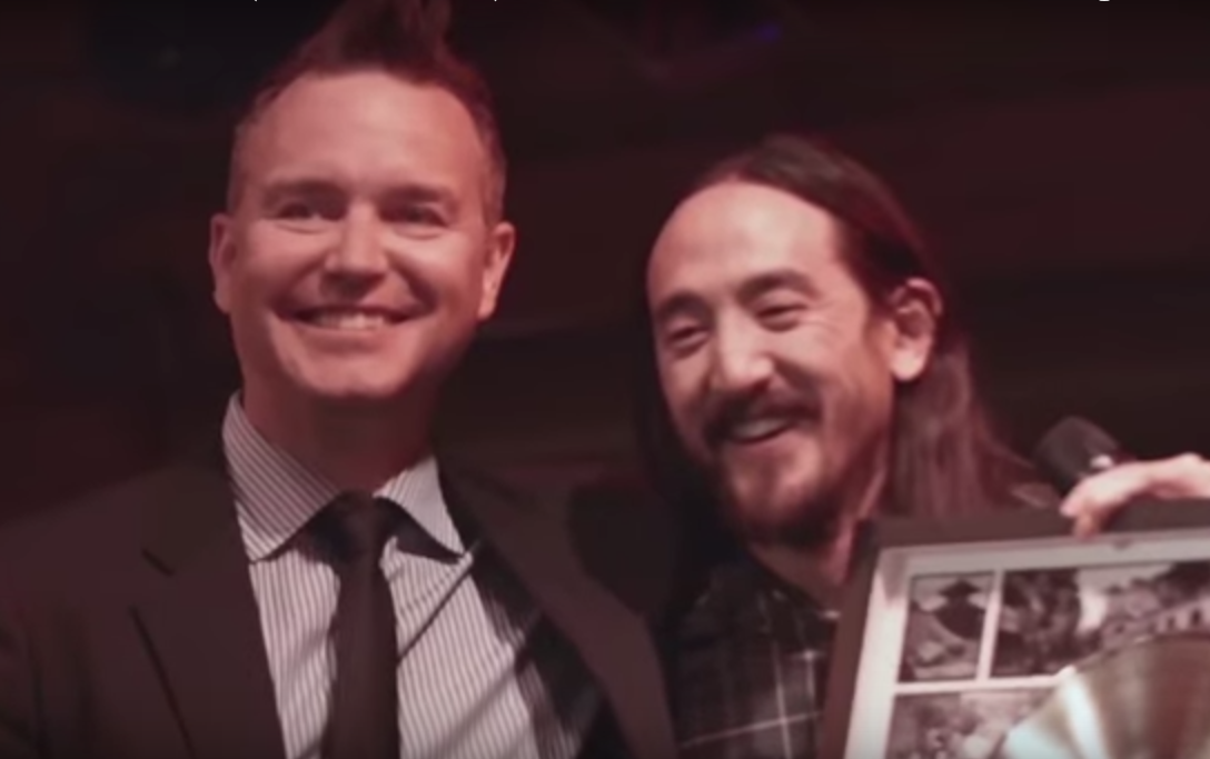 Steve Aoki remixes Blink-182 – Bored To Death