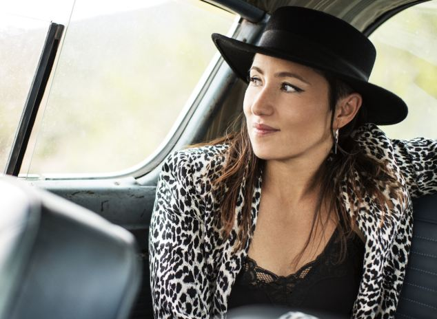 """KT TUNSTALL: A Guide through her Universe. PART ONE: """"Tracks in July"""""""